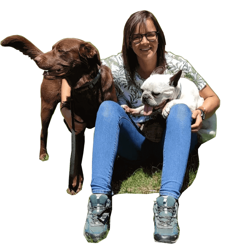 sentada con los perros recorte2